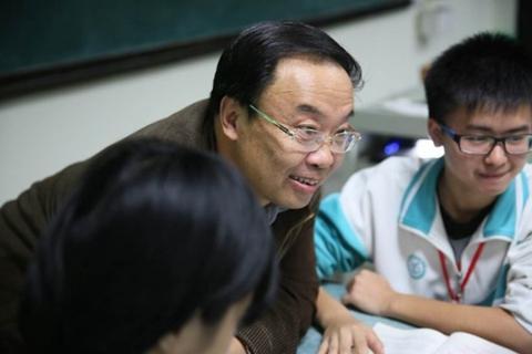 李镇西:我想办没有特色的学校