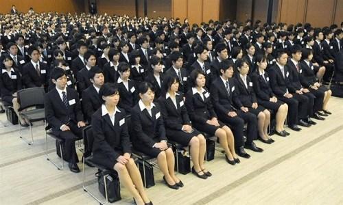 """中国留学生在日本""""爆就职"""" 面临诸多苦恼困惑"""