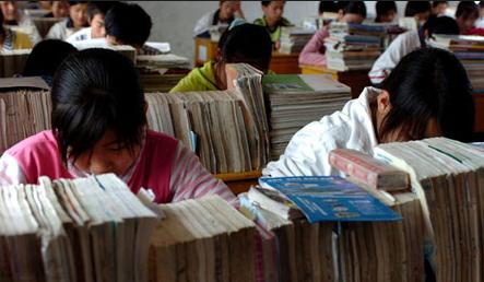 """广州中小学生迎史上""""最短学期""""毕业生压力大图片"""