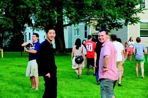 外国同学眼中的中国学霸:留学四年当三年助教