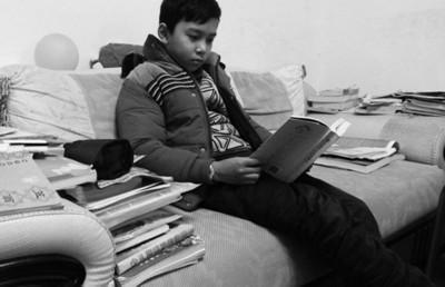 12岁男孩考场文言作文走红 已写2部小说