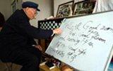 102岁老人坚持学英语90年