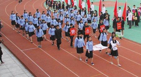 中学运动会也疯狂:学生入场式火拼创意