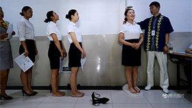 航空公司进校招聘 女生光脚量身高