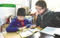 """武汉一小学教师9年给4个学生当""""妈妈"""":免费辅导照料生活"""