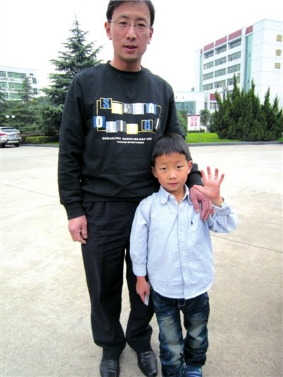 让4岁儿子每天跑3000米 武汉鹰爸:做法不极端