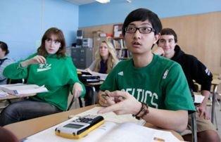 缓解经费紧张 美国中学大力扩招中国小留学生