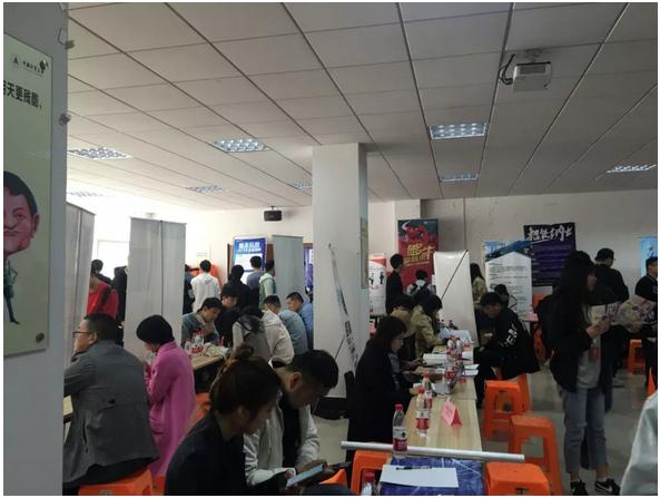 52家企业携仟余个岗位暖和招,臻内携顺手中国计量父亲学举行IT专场招聘会