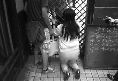 上海:调配放行2分钟,家长跪求迟到步骤高考药剂图片