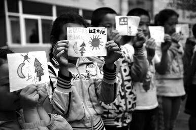 8岁留守女孩手绘图画自称想做暴力女(图)