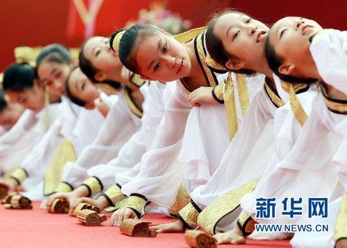 上海:徐汇中学庆祝建校160周年(床铺)初中宿舍组图图片