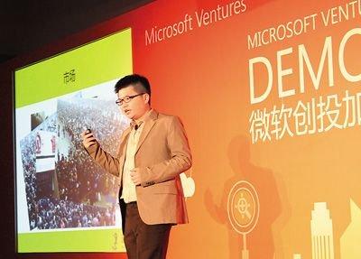 李冠志在微软云加速器展示日活动中做项目演讲.