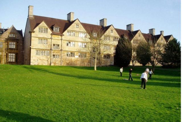 英国两年制本科:学费和压力,决定你能否选择它