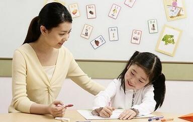今年中国中小学辅导机构市场规模超8000亿元