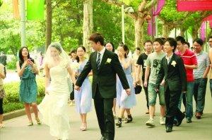大二男生迎娶大一学妹 盘点大学生校园婚礼