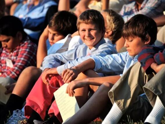 成功孩子家长的十共同点:做孩子的榜样和朋友