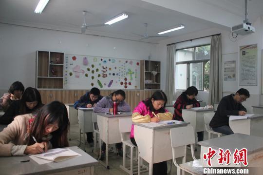 中学要求老师需与学生一起参加期中考试(图)