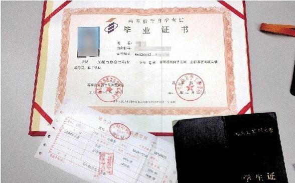 高中没毕业也没参加 高考 (微博) ,李强于2010年直接插班来到中南
