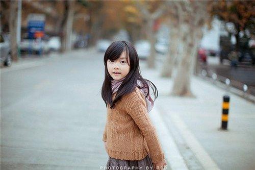 诱奸小萝莉小说_长沙5岁萝莉写真照网络疯传 闪闪惹人爱 组图