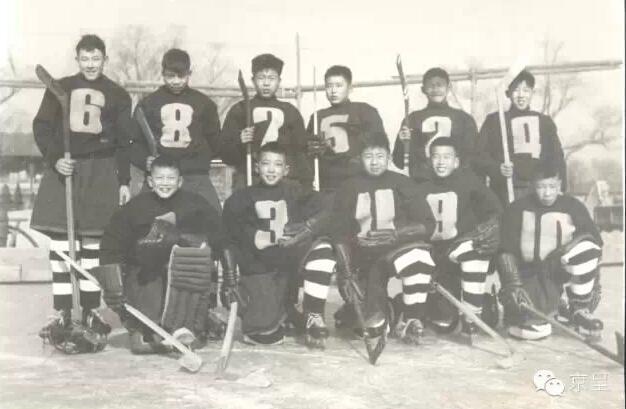 """延续62年前冰上运动,清华附小有一群""""冰球少年"""""""