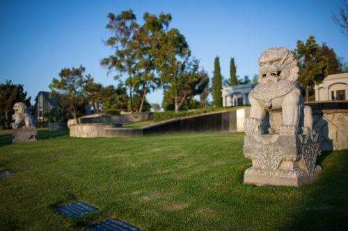 墓园折射美华人移民发展 数万华人缅怀亲人