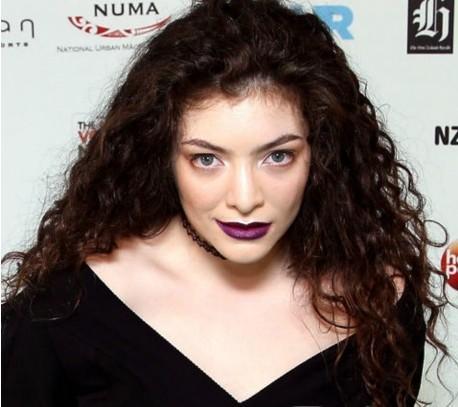 Lorde 音乐奖献唱冠单《Royals》