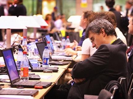 职场英语:调查发现朝九晚五的工作越来越少
