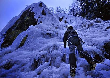 双语:要冒险更要安全 大学生登山队的苦与乐