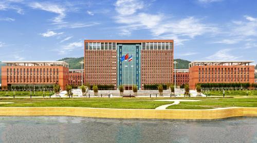 吉林大学珠海学院成立阿里云大数据应用学院
