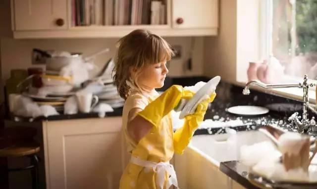 哈佛惊人口发现:孩子做不做家务对以后人口生影响庞大!