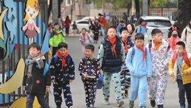 小学让学生穿睡衣来上课 提醒家长重视孩子睡眠