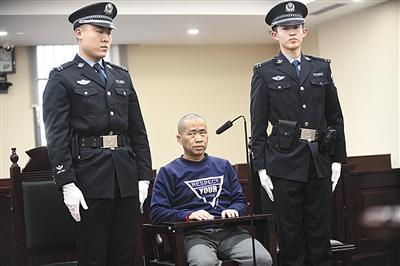 """""""名师""""性侵女生被判12年半 不服要上诉:我们是师生恋"""