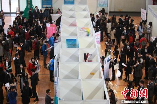 复旦大学举行名校优企大型招聘会 上海某知名中学受青睐