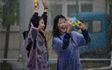 超欢乐!高校办泼水节活动