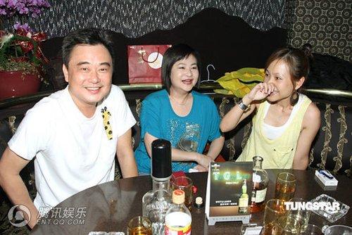 组图:陈升音乐餐厅开唱 彭佳慧清凉装扮捧场_