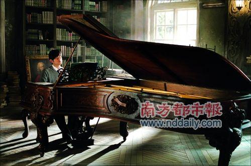餐厅里的钢琴-周杰伦开电影主题餐厅 古董钢琴道具成镇点之宝