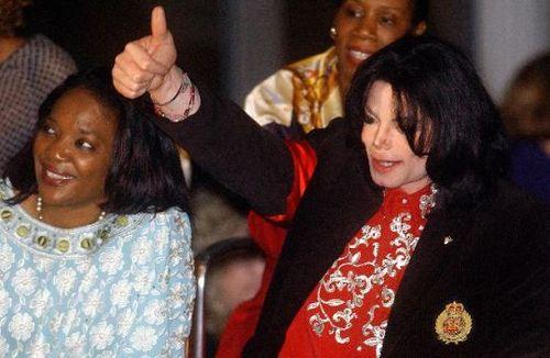 迈克尔杰克逊去世:一直在自我毁灭 生前求助911