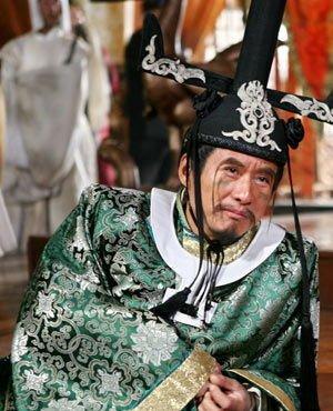 说起来孙兴大概跟灶神这角色特别有缘,在1998年的《花木兰》中,他饰演