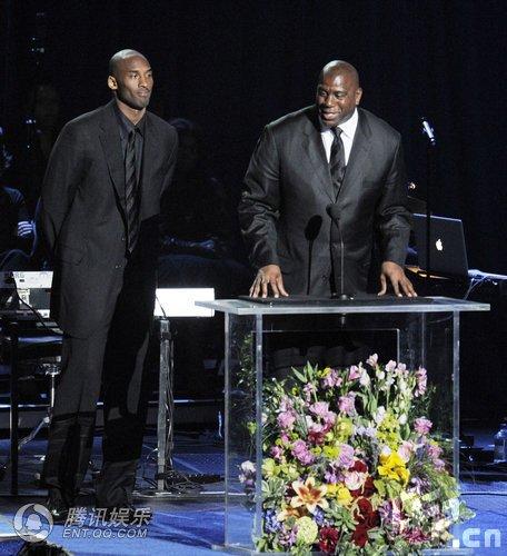 杰克逊公众悼念仪式 NBA球星科比登台致辞(图)