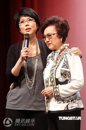 左起:关菊英,李香兰