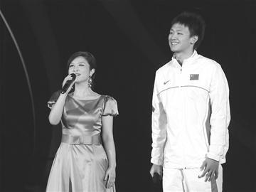 """林忆莲、韩红等歌手登台放歌,而红旗歌手刘媛媛与""""中国男泳第一图片"""
