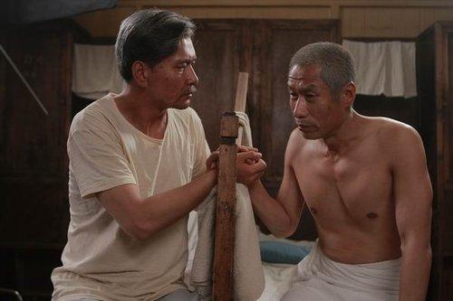 《狼烟北平》热播 三位男主演老年形象实力对决
