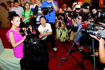 黄圣依惨遭逼婚 娇羞表示:我们只是很好的拍档