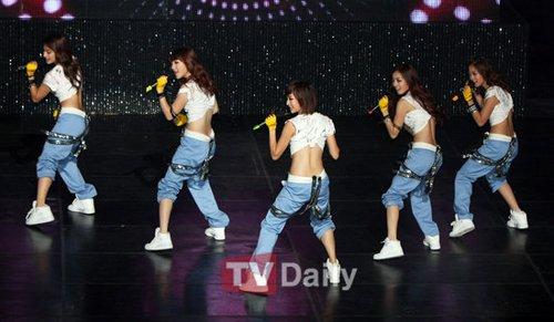 组图:韩国女子组合kara劲爆热舞