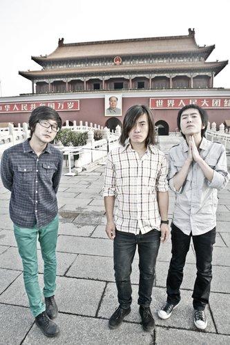 反光镜乐队与摇滚前辈崔健 携手呈现摇滚跨年夜