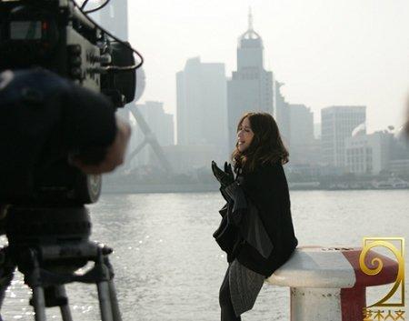 """萧亚轩黄晓明""""隔空对唱"""" 上海拍摄世博MV"""