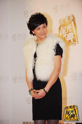 著名演员苏瑾着奢华皮草盛装出席红地毯(图)