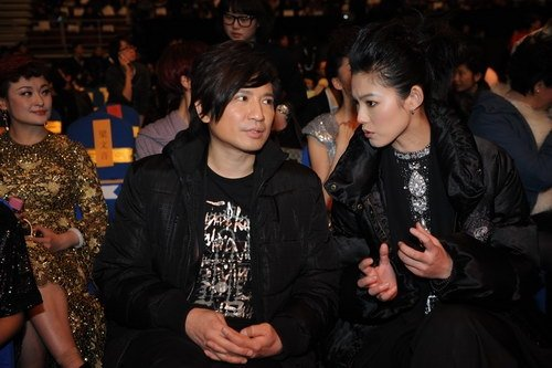 图文:叶世荣与于娜在星光大典现场交谈
