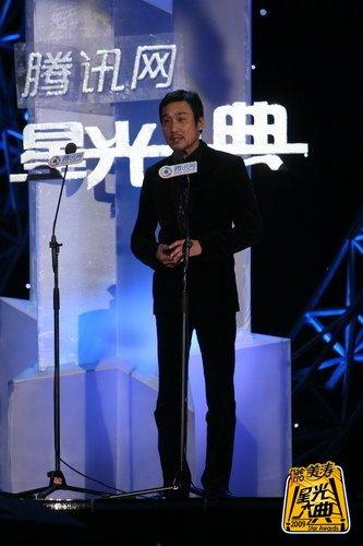 梁家辉获年度星光成就大奖 依旧不动声色在演戏