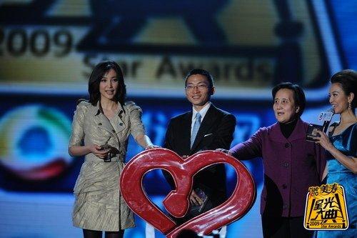 腾讯执行理事长陈一丹携李冰冰开启公益基金